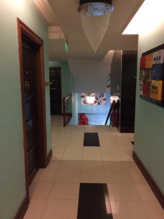 Holiday Plaza Hotel : Hallway