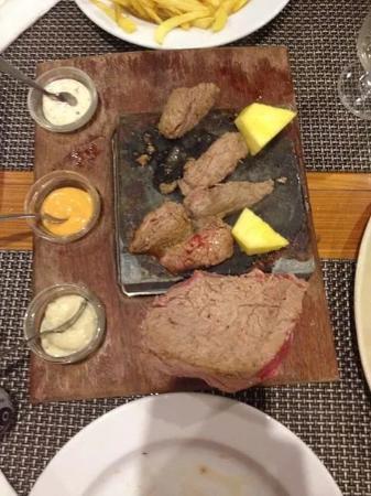 Restaurante Snack-Bar A Matilde: steak just cooking