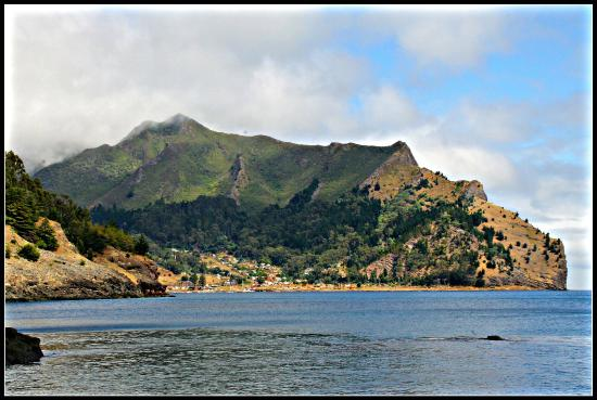 Crusoe Island Lodge: San Juan Bautista Village seen from our balcony