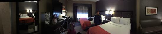Holiday Inn Express & Suites Edinburgh: Nice room