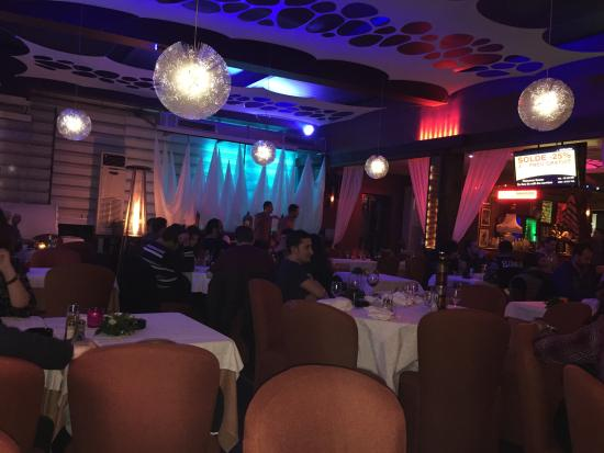 Al Mandra Restaurant : Atmosphere