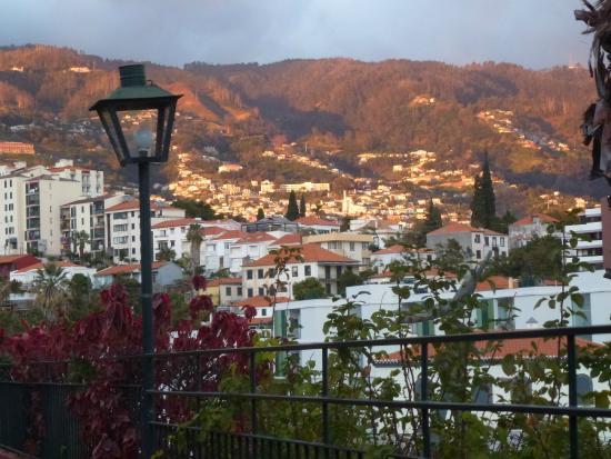 Quinta Perestrello : Sun setting glows on the Funchal east hills