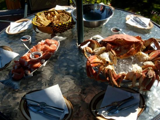 Grizzly Bear Lodge & Safari: Gourmet meals with lots of fresh seafood.  Special diets can be looked after