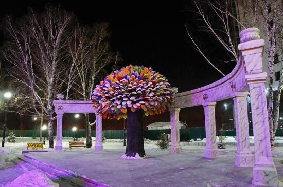 Sculpture Happiness Tree