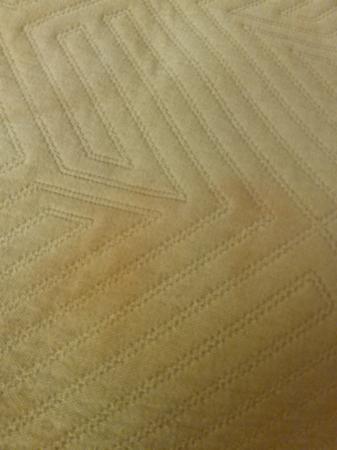 Motel 6 Tupelo: Bed cover
