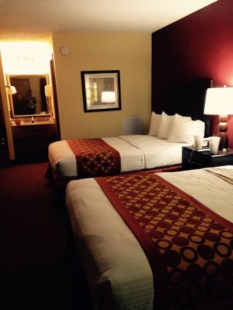Red Roof Inn Baldwin: Huge comfortable room.