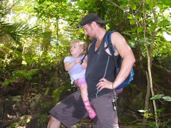 Whangarei, Selandia Baru: Walking between Middle and Ivy Cave