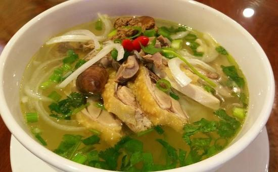 Pho Bo Tai Chin Pho With Rare And Well Done Beef