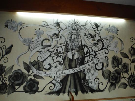 El Relicario De La Patria Hotel: Wonderful murals inside the restaurant.