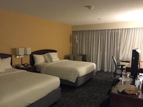 Courtyard San Francisco Airport/Oyster Point Waterfront: Two queen beds, very comfortable