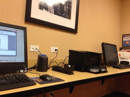 Hampton Inn Provo: Well-equipped business center