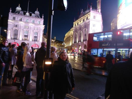 Piccadilly Circus: los infaltables bus de dos pisos!