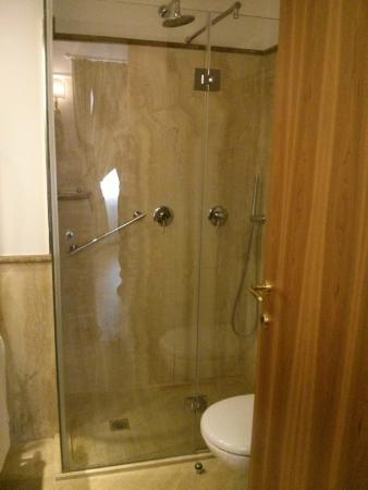 Residenza RomaCentro: Bathroom/Shower