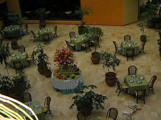 Atlacomulco, Meksiko: El comedor, al pie del atrium, visto desde el mirador de las habitaciones.