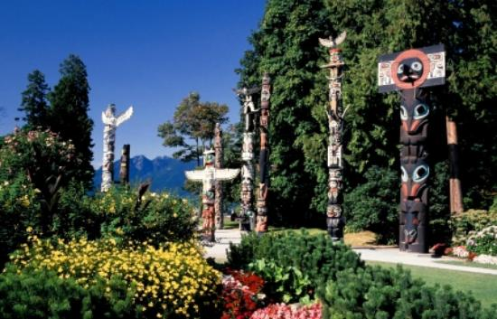Luxury Transport - Day Tours : Stanley Park Totem Poles