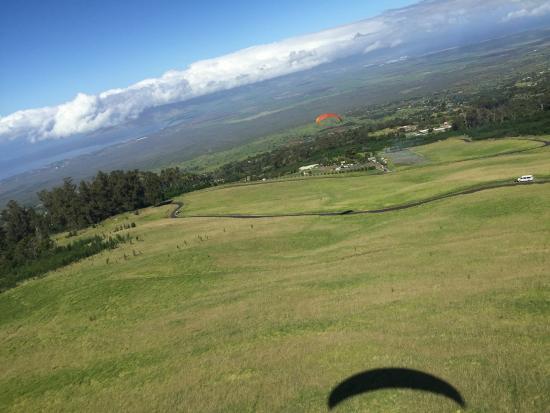 Proflyght Paragliding: Down the mountiain looking towards Kehei, Maui