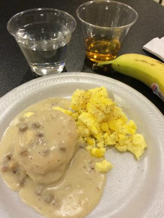 Quality Inn Morganton: Very disappointing eggs, biscuit, and gravy