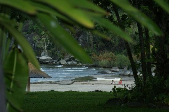 Makuzi Beach Lodge: Keeping an eye on the kids!