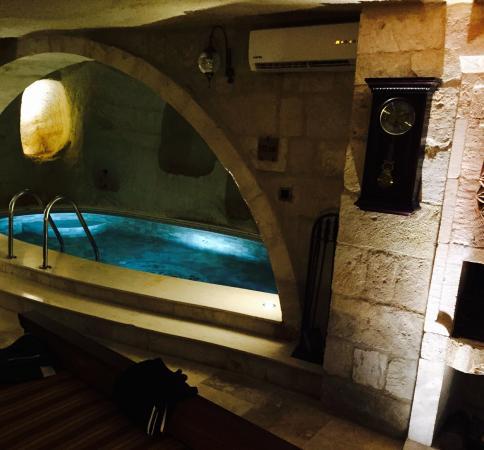 Kayakapi Premium Caves - Cappadocia: Oda içinde havuz süper bir konsept