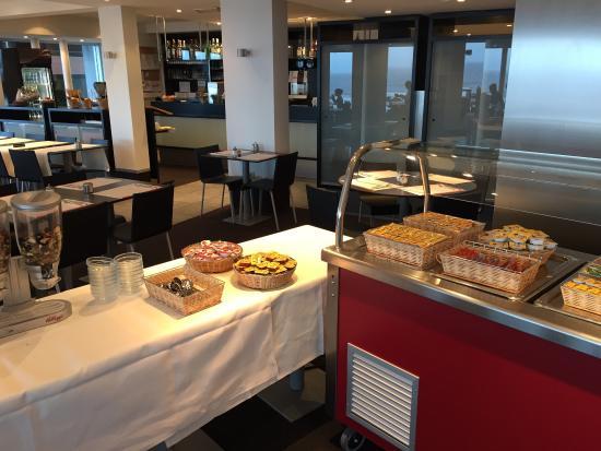 Petit Rouge Vakantiecentrum : Buffet déjeuner