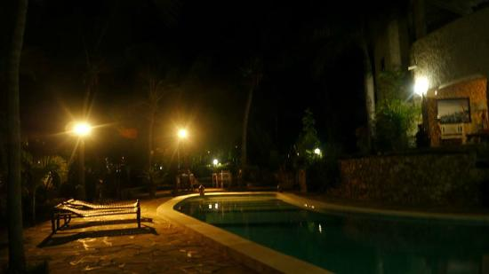 ‪‪Tembo Village Resort Watamu‬: Tembo Village pool by night‬