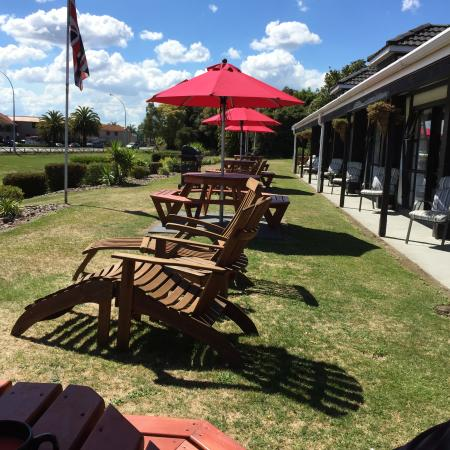 Chelmswood Motel: Outdoor furniture & BBQ's