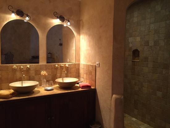 """La Bastide des Anges: Salle de bain chambre """"les ocres"""""""