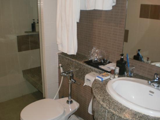 Long Beach Cha-am Hotel: salle de bains