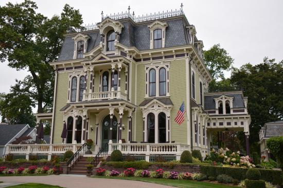 Silas W. Robbins House: Stunning !