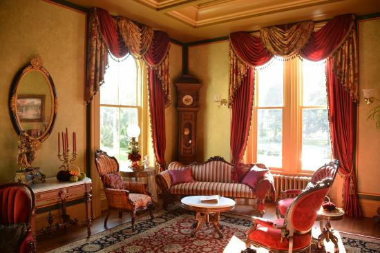 Silas W Robbins House: One of the living rooms