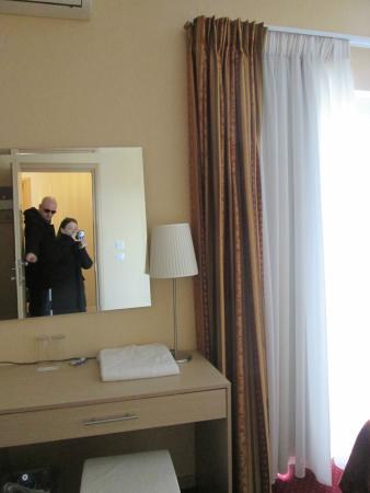 Hotel Phidias: dalla porta d'ingresso