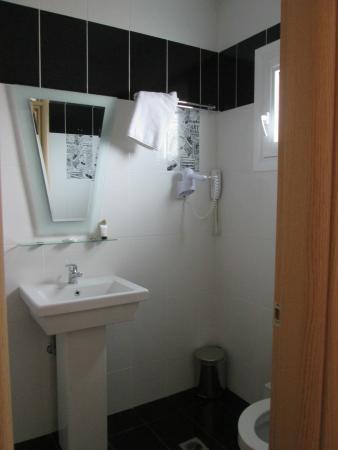 Hotel Phidias: microbagno, funzionale e pulito, con phon
