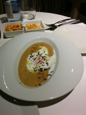 DeÓ: Cremoso de foia sobre huevo y trufa