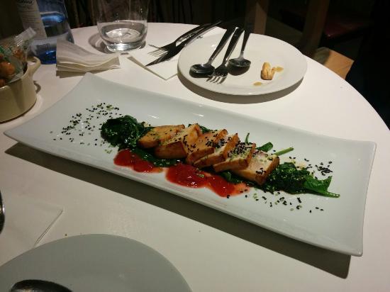 DeÓ: Tratar de pez espada con fresa confitada y algas