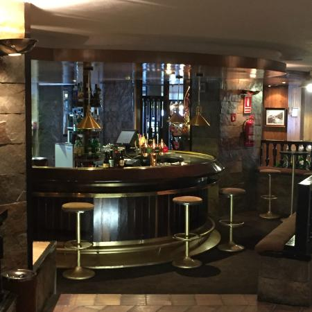 Hotel Tuc Blanc: Le bar ( rarement déserté sauf à l'heure de ce cliché ...)