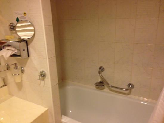 Hotel Jana: The bathroom