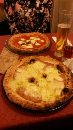 Pizzeria Starita a Materdei: Margherita con bufala e mozzarella, mortadella e crema di pistacchi!