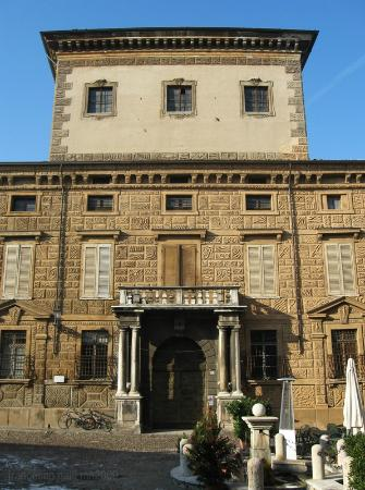 Piazza Matilde di Canossa