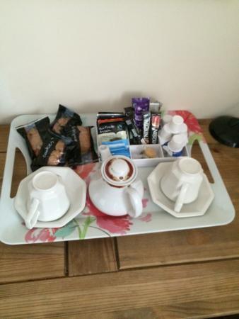 Dolanog, UK: Tea, coffee & biscuits in room