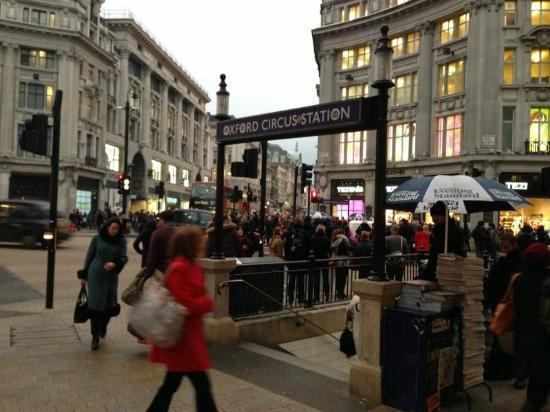 Piccadilly Circus: Vista de dia