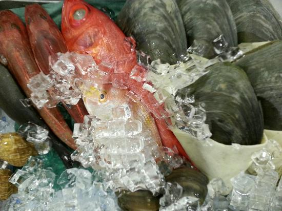 Sakuraya Fish Mart: Selection of Fresh Seafood