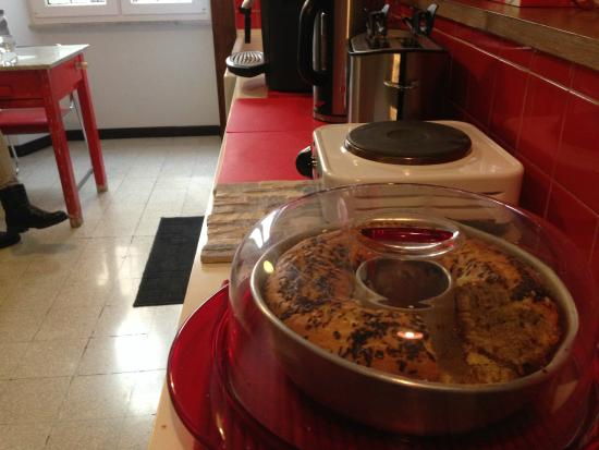 Old Kitchen B&B: la sala colazione con il ciambellone di Annette