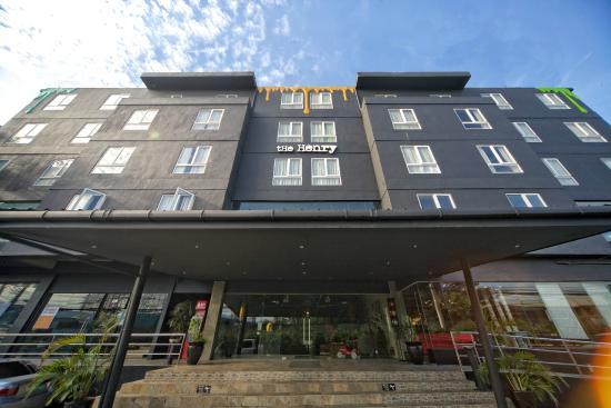 The Henry Hotel Cebu : Hotel Facade