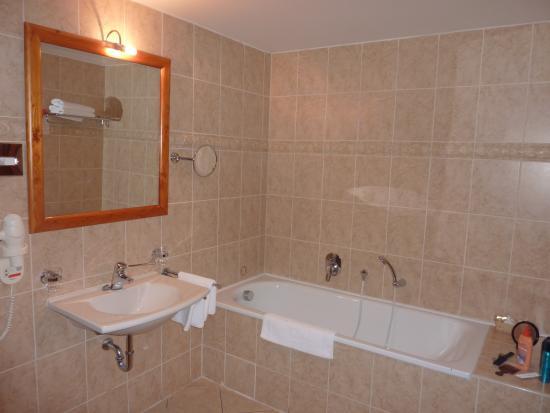 la salle de bain douche a l 39 italienne et baignoire. Black Bedroom Furniture Sets. Home Design Ideas