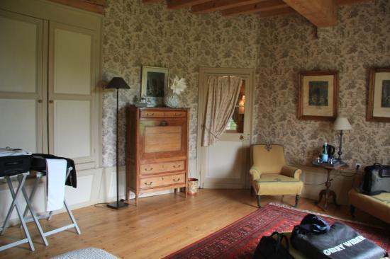 La Reserve : Antiquitäten im Zimmer