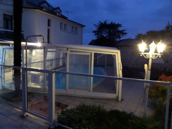 Hôtel Les 13 Assiettes : La mini piscine couverte ouverte de mai à septembre