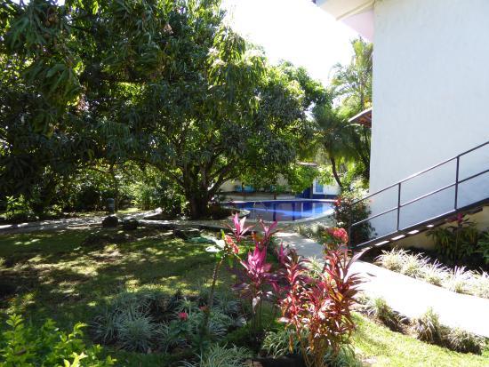Hotel Aeropuerto Costa Rica: gardens