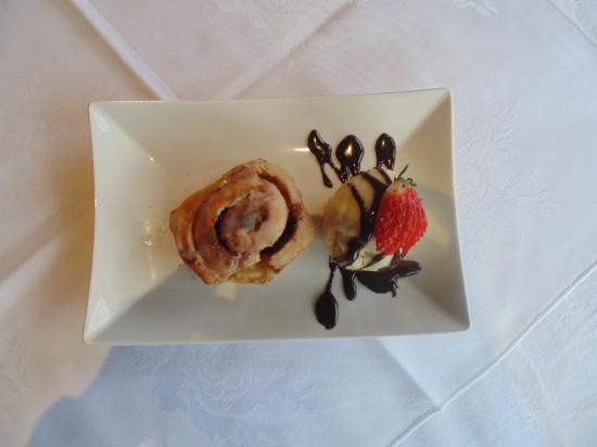Glenfarg Hotel Restaurant: Our Chef's freshly prepared desserts are legendary