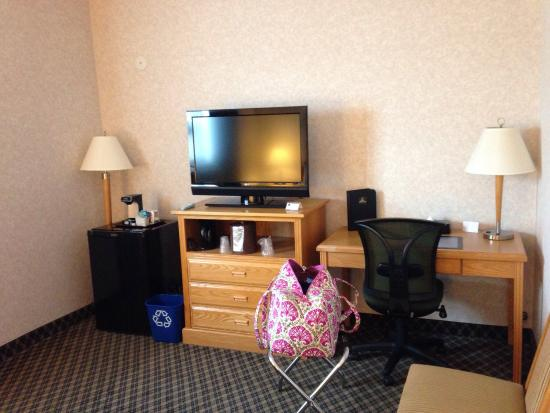 Best Western Plus Carlton Plaza Hotel: Hotel room