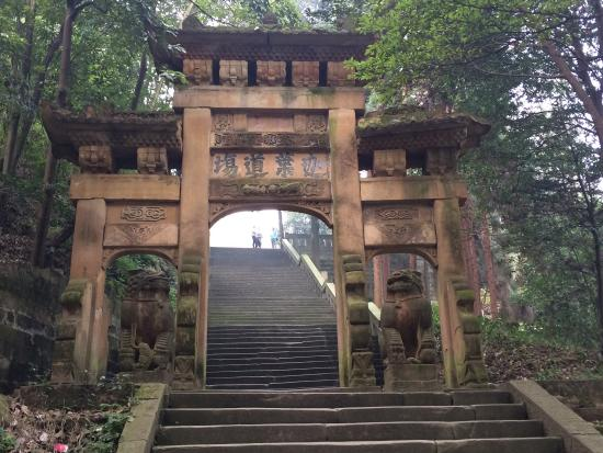 Jinyun Mountain Natural Reserve: 600 year old Gate